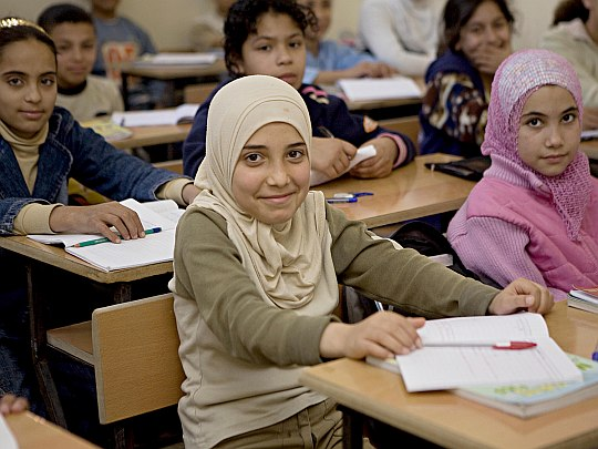 Mädchen in der Nachhilfeklasse im Flüchtlingslager
