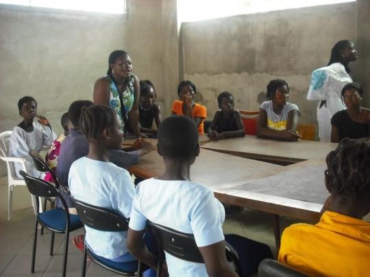 Mädchen besuchen die Unternehmerinnenklasse