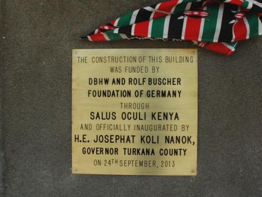 Plakette am Resource Centre ehrt die Förderer