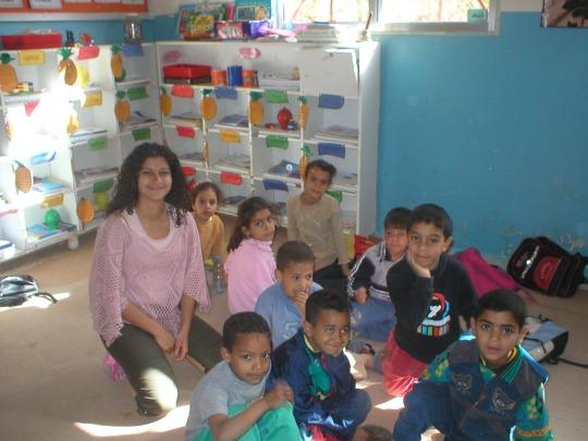 Lehrerin mit ihrer Nachhilfeklasse