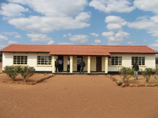 Neues Schulgebäude in Butinti vor der Einweihung
