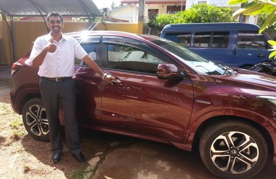 Projektmanager mit neuem Auto
