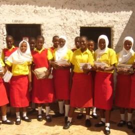 Neue Bücher für Girls' Hope in Kenia