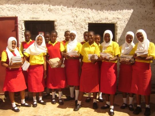 Mädchen mit neuen Büchern